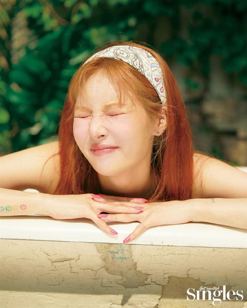 HyunA lấy lại phong độ, mạnh dạn khoe vòng 3 gợi cảm trong bộ đồ hầu gái-11