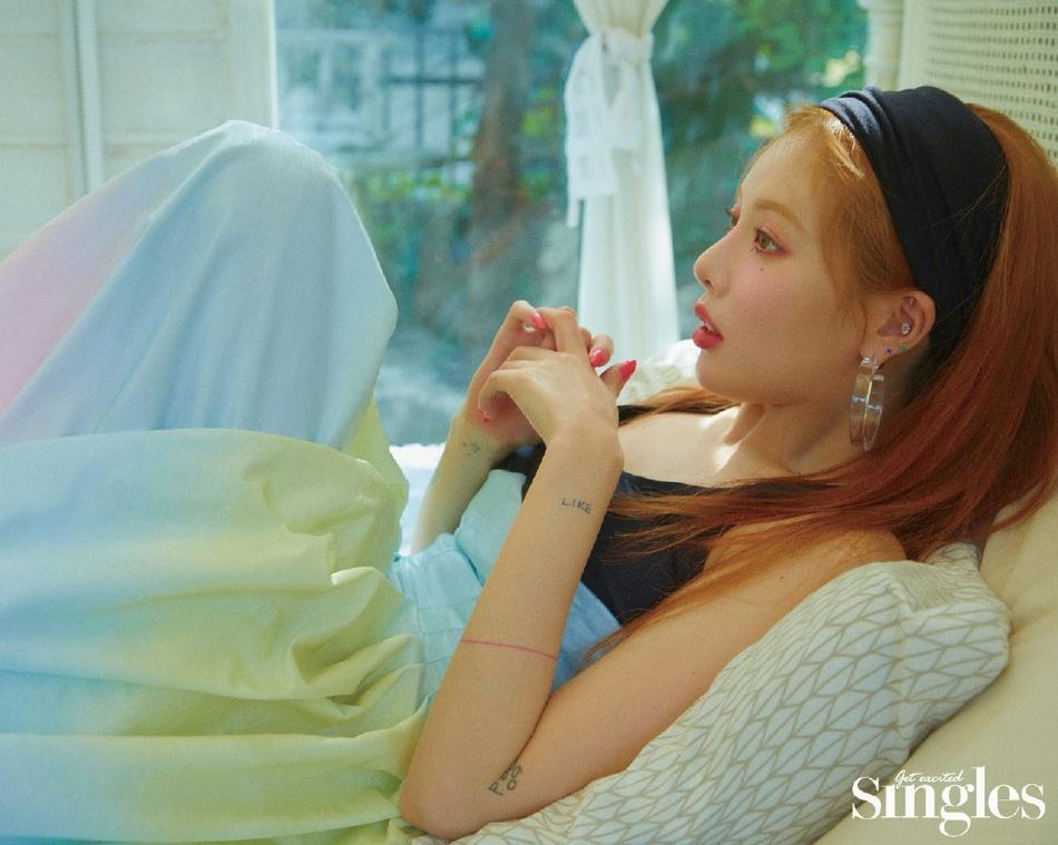 HyunA lấy lại phong độ, mạnh dạn khoe vòng 3 gợi cảm trong bộ đồ hầu gái-13