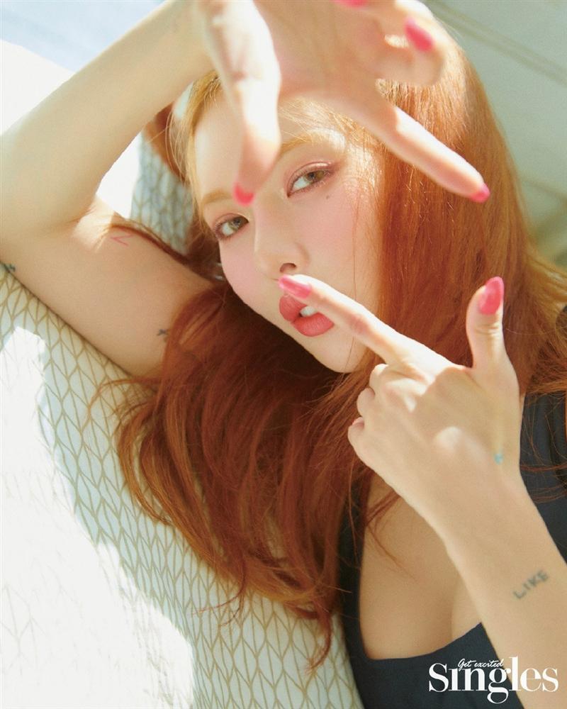 HyunA lấy lại phong độ, mạnh dạn khoe vòng 3 gợi cảm trong bộ đồ hầu gái-14