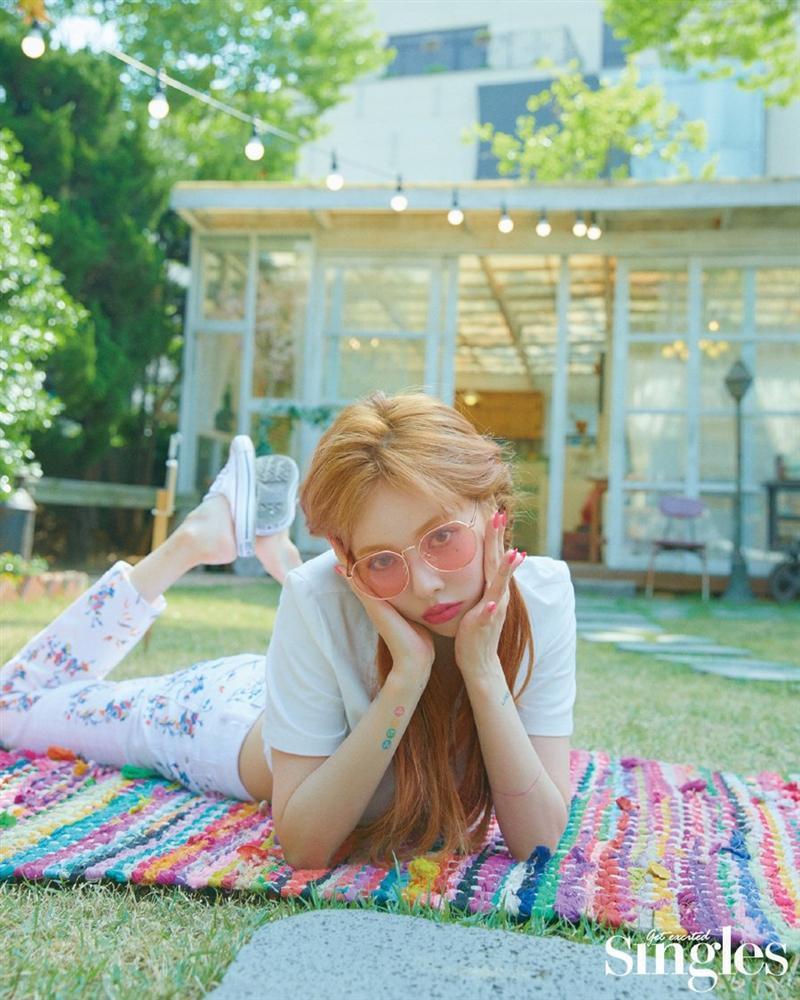 HyunA lấy lại phong độ, mạnh dạn khoe vòng 3 gợi cảm trong bộ đồ hầu gái-21