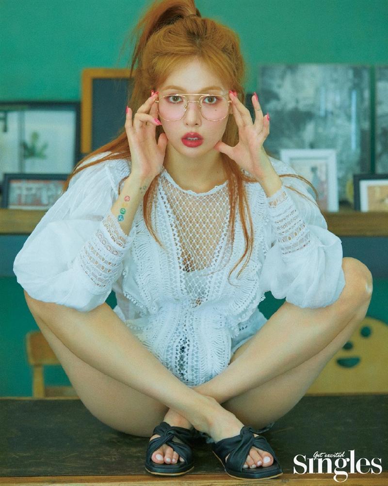 HyunA lấy lại phong độ, mạnh dạn khoe vòng 3 gợi cảm trong bộ đồ hầu gái-23