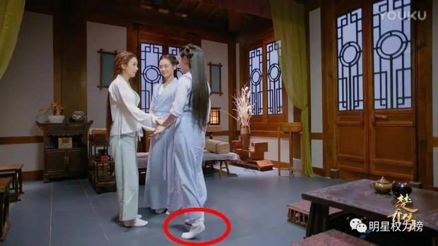 Bóc mẽ tuyệt chiêu ăn gian chiều cao tối đa của sao Hoa ngữ trong phim cổ trang-6