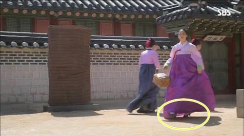Bóc mẽ tuyệt chiêu ăn gian chiều cao tối đa của sao Hoa ngữ trong phim cổ trang-7