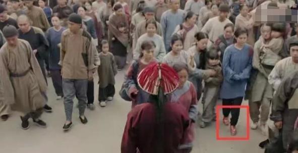 Bóc mẽ tuyệt chiêu ăn gian chiều cao tối đa của sao Hoa ngữ trong phim cổ trang-4