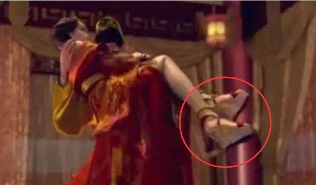 Bóc mẽ tuyệt chiêu ăn gian chiều cao tối đa của sao Hoa ngữ trong phim cổ trang-5