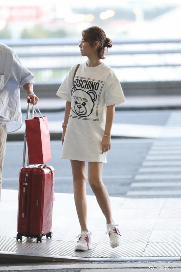 Dính tin đồn bầu bí, Lâm Tâm Như để mặt mộc, mặc đồ rộng thùng thình trở về Đài Loan-1