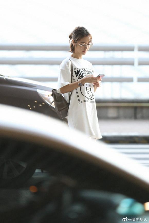 Dính tin đồn bầu bí, Lâm Tâm Như để mặt mộc, mặc đồ rộng thùng thình trở về Đài Loan-2