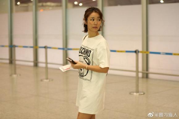 Dính tin đồn bầu bí, Lâm Tâm Như để mặt mộc, mặc đồ rộng thùng thình trở về Đài Loan-3