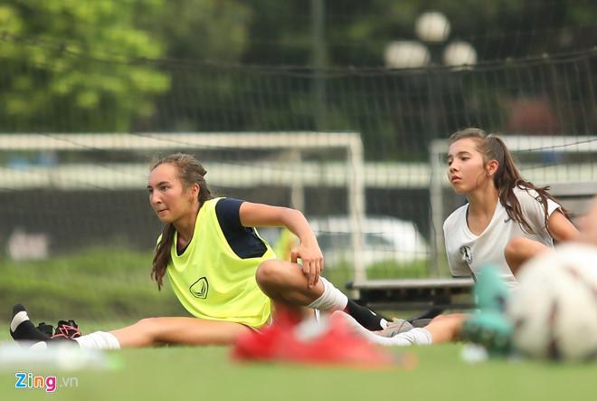 VZN News: Các nữ cầu thủ bóng đá Việt gây thương nhớ nhờ vẻ ngoài xinh xắn-7