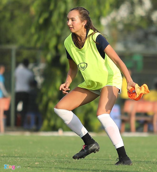 VZN News: Các nữ cầu thủ bóng đá Việt gây thương nhớ nhờ vẻ ngoài xinh xắn-8