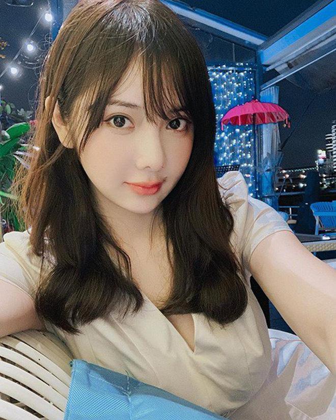 VZN News: Nổi như cồn vì bức ảnh chụp lén, đến khi thả nhẹ vài tấm ảnh đời thường nữ y tá trẻ khiến nhiều người giật mình-3