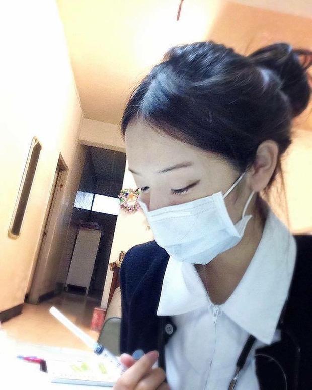 VZN News: Nổi như cồn vì bức ảnh chụp lén, đến khi thả nhẹ vài tấm ảnh đời thường nữ y tá trẻ khiến nhiều người giật mình-1