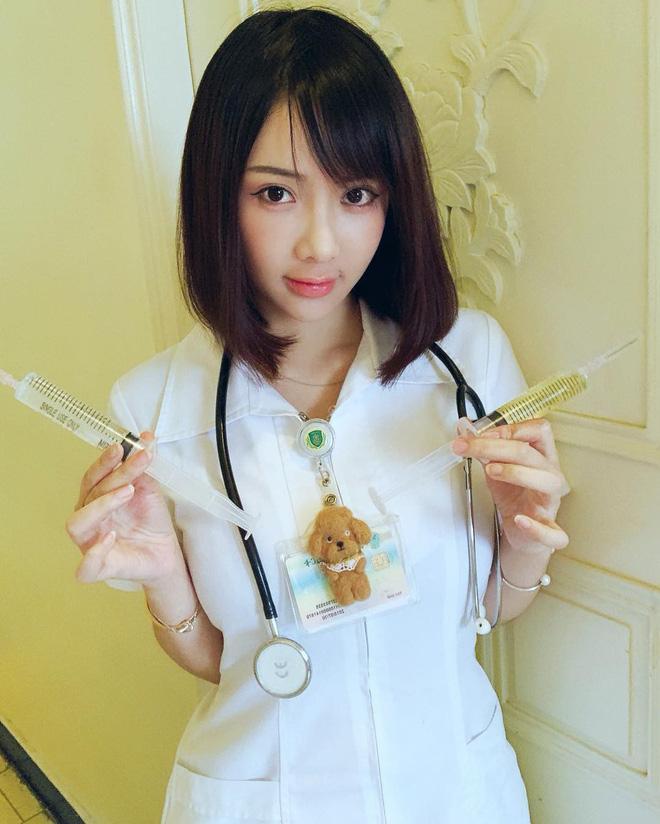 VZN News: Nổi như cồn vì bức ảnh chụp lén, đến khi thả nhẹ vài tấm ảnh đời thường nữ y tá trẻ khiến nhiều người giật mình-6