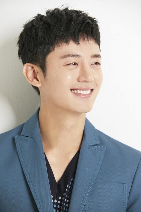 5 nam diễn viên nóng bỏng nhất hiện tại của điện ảnh Hàn Quốc trùng hợp đều sinh năm 1988 - Họ là ai?-3