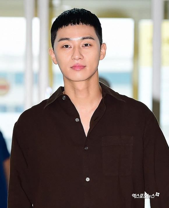 Lột xác với đầu bát úp, Phó Chủ tịch Park Seo Joon vẫn được dân tình khen nức nở-1