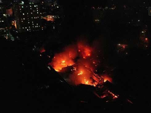 VZN News: Cử cán bộ Y tế đến từng hộ dân sau vụ cháy Rạng Đông: Chưa ghi nhận trường hợp nào ảnh hưởng đến sức khỏe-1