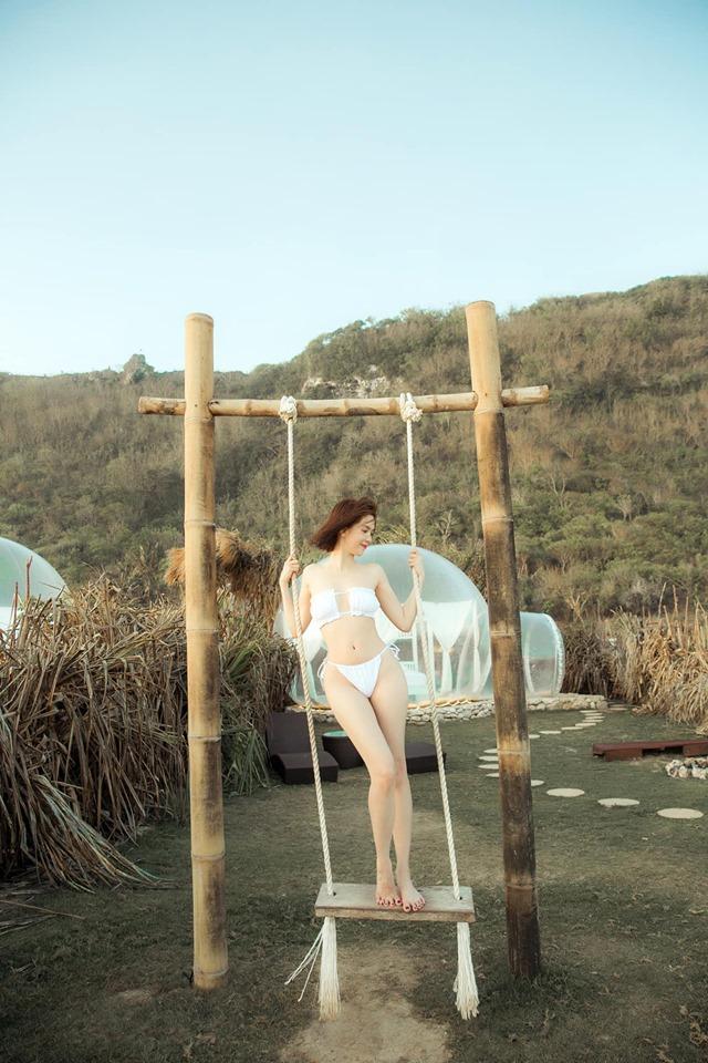 Ngọc Trinh phô diễn với bikini nhỏ xíu nhưng ai cũng truy tìm vòng 1 vì không biết ngực biến đâu mất rồi!-8