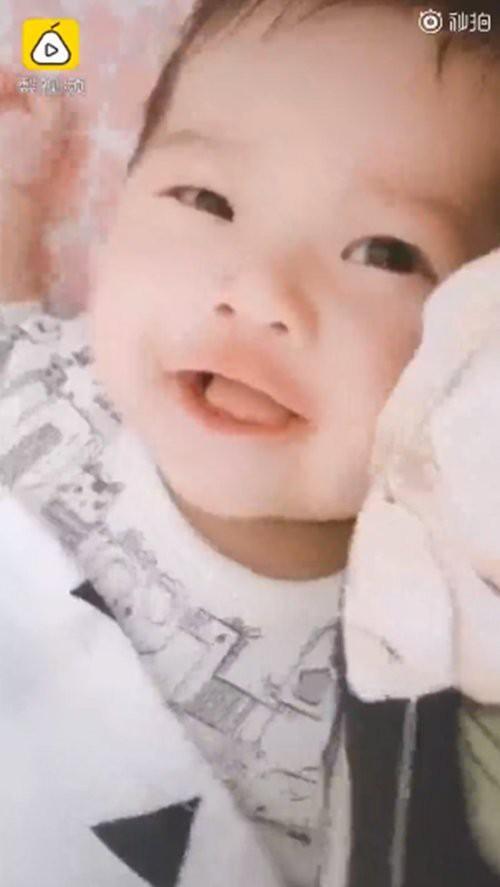 Mạng xã hội xôn xao trước màn dậy thì của em bé sơ sinh sau 3 tháng chào đời-5