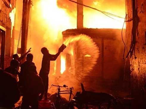 VZN News: Mua xăng đốt nhà ông chủ cũ vì không được tăng lương-1