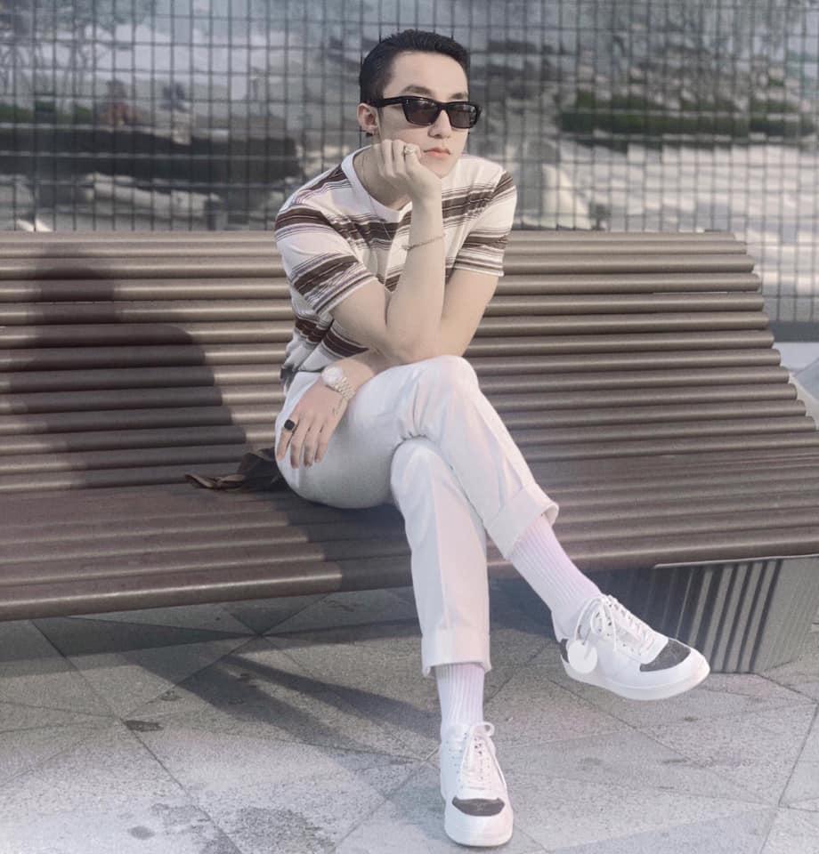 STREET STYLE ngày lễ 2/9: Ngọc Trinh phá cách với jeans rách tả tơi, Angela Phương Trinh lại kín đáo bất ngờ-2