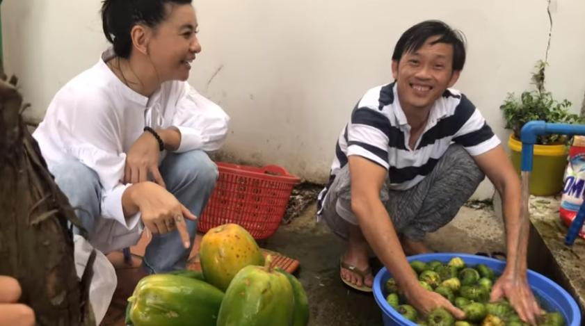 VZN News: Hoài Linh lần đầu bật mí cuộc sống trồng cây hái trái mộc mạc như nông dân thứ thiệt-3
