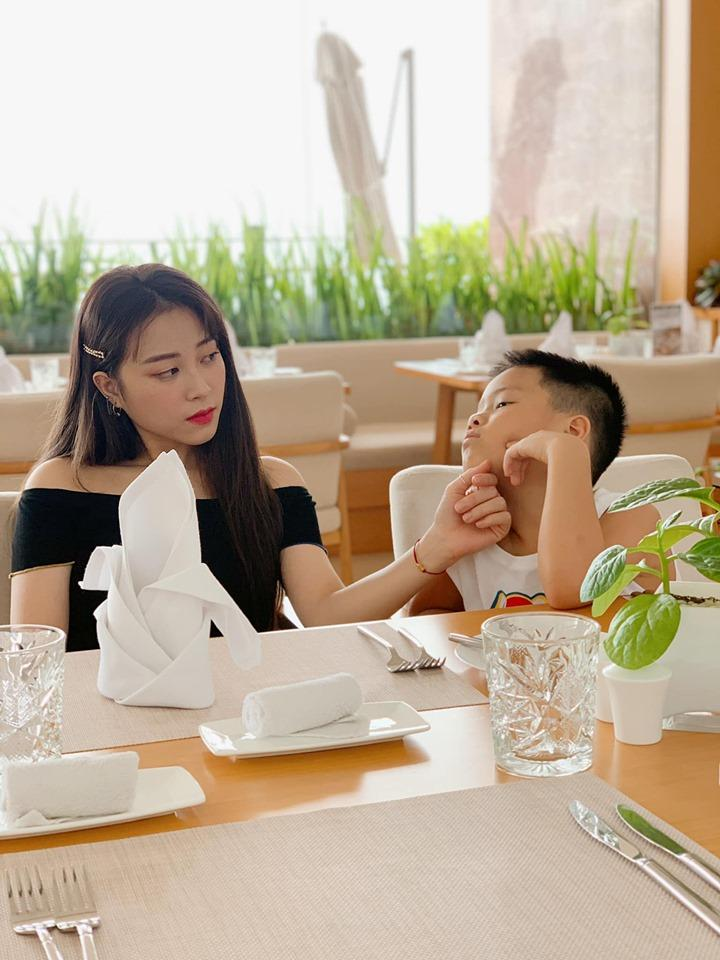 VZN News: Sau ồn ào bị đồn lộ clip nóng, MC Hoàng Linh cùng gia đình đi hâm nóng tình cảm theo cách đặc biệt-3