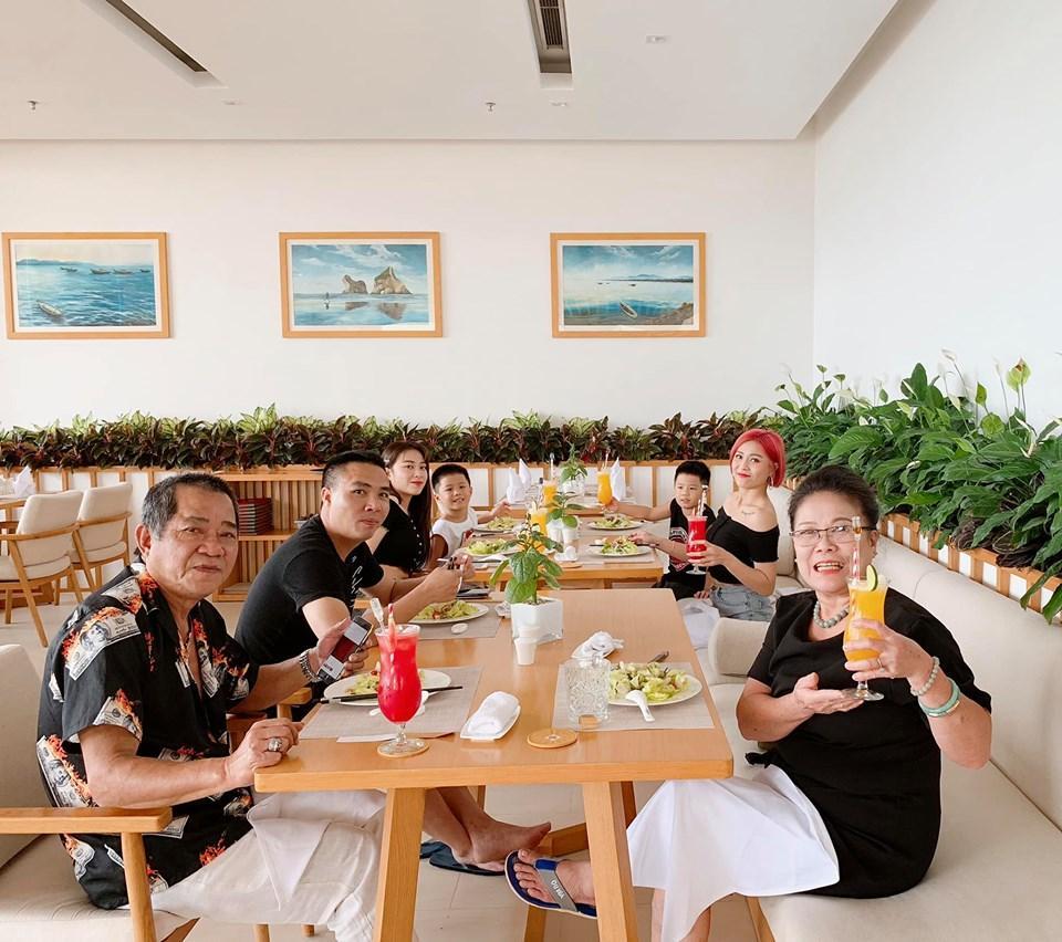 VZN News: Sau ồn ào bị đồn lộ clip nóng, MC Hoàng Linh cùng gia đình đi hâm nóng tình cảm theo cách đặc biệt-4