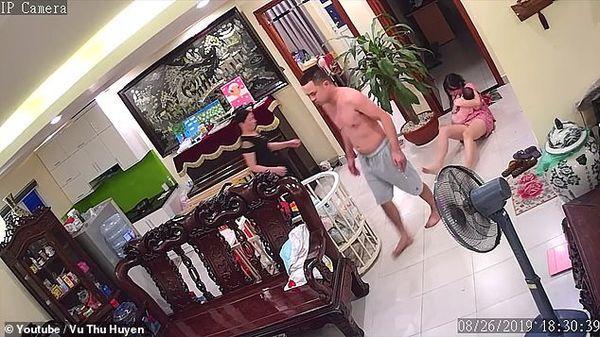 Vụ võ sư Việt Nam đánh vợ đang ôm con đến nhập viện lên cả báo nước ngoài-3