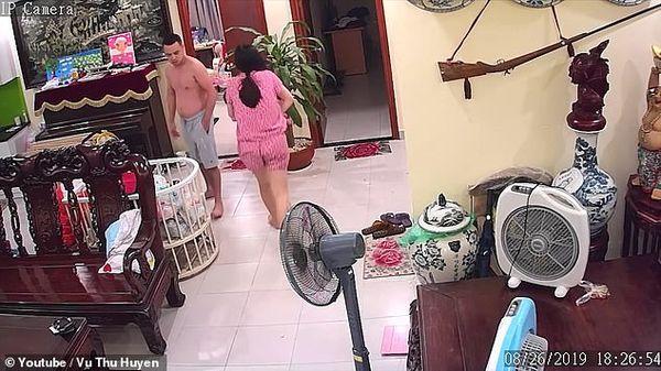 Vụ võ sư Việt Nam đánh vợ đang ôm con đến nhập viện lên cả báo nước ngoài-4