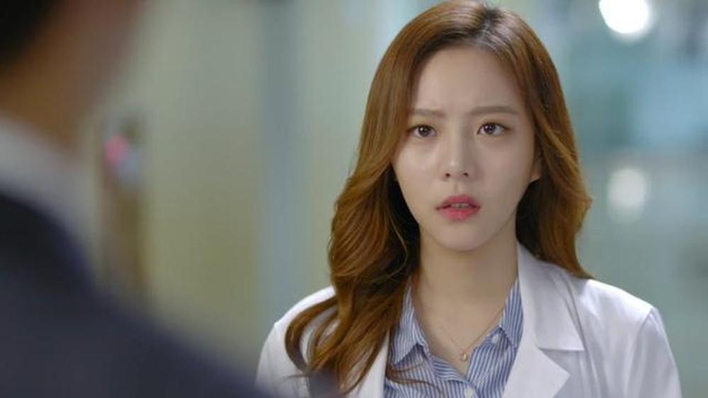 VZN News: Diễn vai gái ngoan về ra mắt nhà trai, cô nàng cắm đầu bỏ chạy vì gặp người quen cũ-2