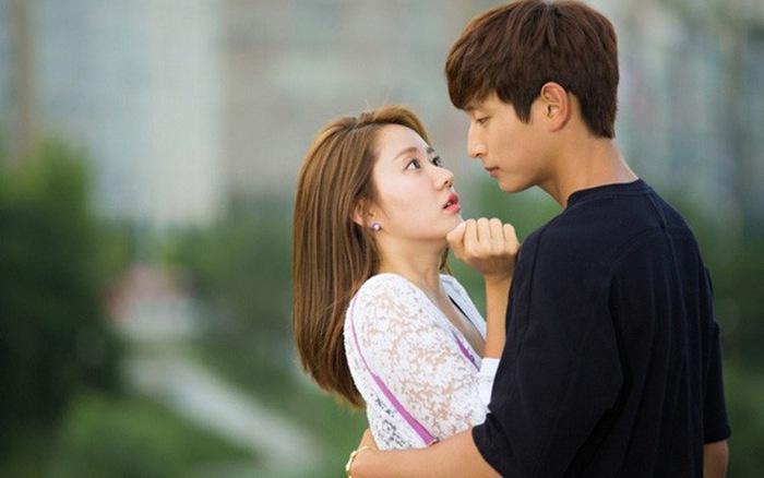 VZN News: Diễn vai gái ngoan về ra mắt nhà trai, cô nàng cắm đầu bỏ chạy vì gặp người quen cũ-1
