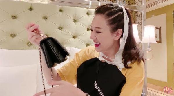 Trấn Thành so sánh Hari Won với con bán vé số khi đập hộp túi hàng hiệu chồng tặng bằng...răng-3