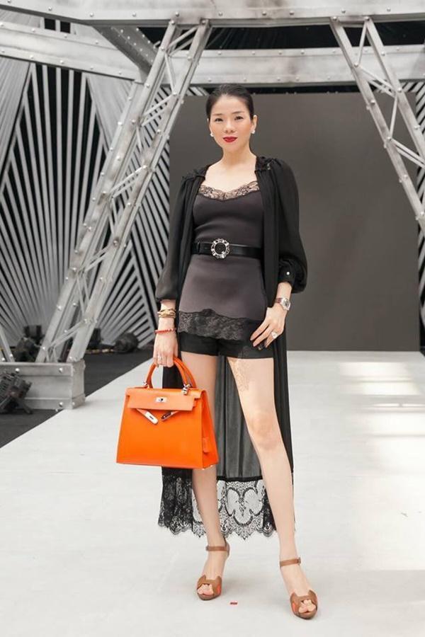 Lệ Quyên đu trend lấy váy làm gối muộn nhưng bộ phụ kiện giá bằng cả căn biệt thự thì vô đối-6