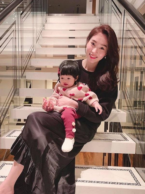 Dù là Hoa hậu của Hoa hậu, Đặng Thu Thảo cũng phải làm mẹ bỉm sữa mọi lúc mọi nơi như ai-2