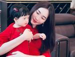Dù là 'Hoa hậu của Hoa hậu', Đặng Thu Thảo cũng phải làm mẹ bỉm sữa mọi lúc mọi nơi như ai
