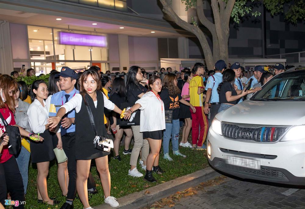 VZN News: Jack, K-ICM gặp khó khi rời điểm diễn vì khán giả bám ra tận xe-5