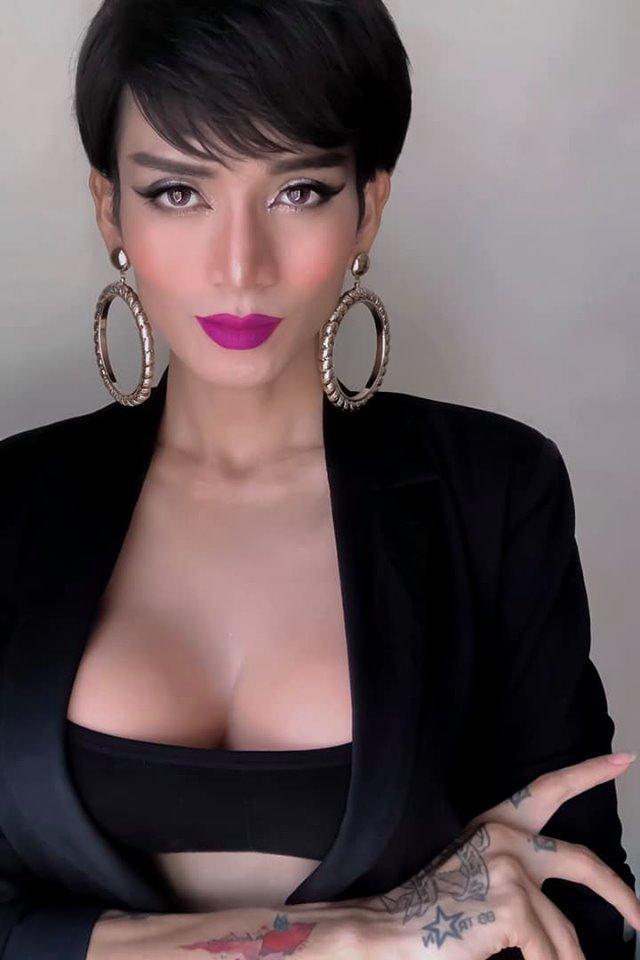 Chả phải lần đầu tiên giả gái nhưng BB Trần khiến cả showbiz Việt vào tranh cãi về bộ ngực khủng và mái tóc-1