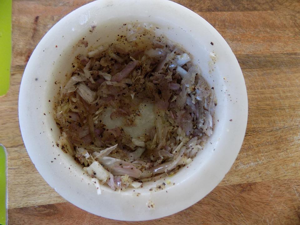 Nghỉ lễ, vào bếp làm thịt heo chiên tỏi cực kỳ trôi cơm-2