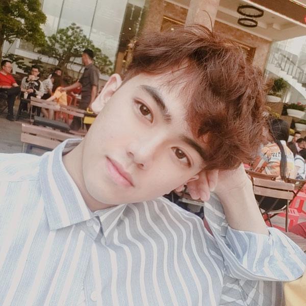 Xuất hiện lấp ló phía sau Hari Won - Trường Giang, trai đẹp giật ngay spotlight vì biểu cảm quá thần thái-3