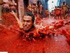 160 tấn cà chua nhuộm đỏ thị trấn ở Tây Ban Nha