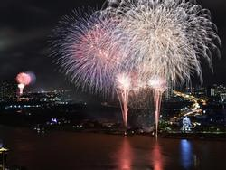 Pháo hoa mừng Quốc khánh thắp sáng bầu trời TP. HCM