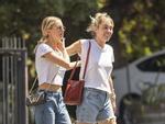 Miley Cyrus vui vẻ đi chơi cùng bạn gái tin đồn