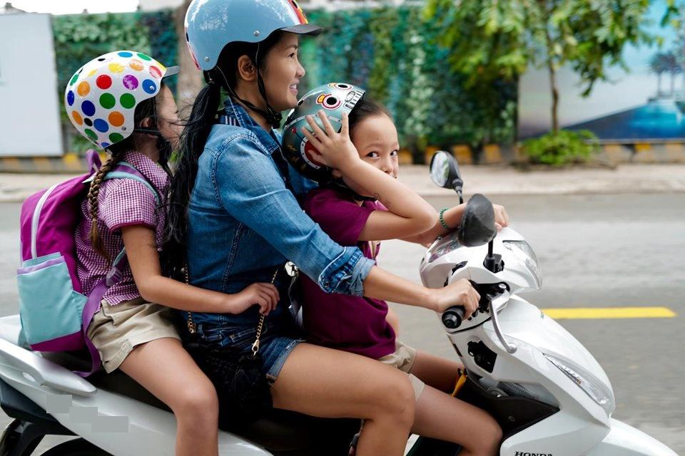 Diva Hồng Nhung sống hạnh phúc bên các con sau 1 năm ly hôn chồng ngoại quốc-3