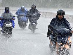 Áp thấp nhiệt đới vào đất liền, miền Trung mưa lớn