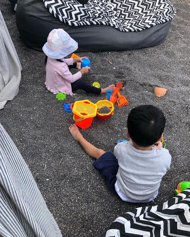 VZN News: Lần hiếm hoi đăng ảnh cả hai con, Tăng Thanh Hà xúc động gọi bầy trẻ là nắng của mẹ-2