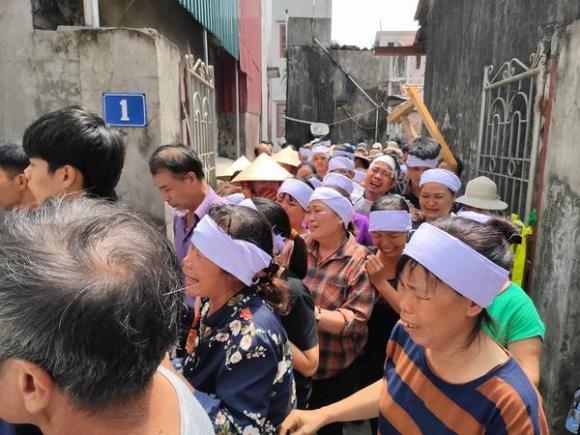VZN News: Vụ anh ruột truy sát cả nhà em trai ở Hà Nội: Hai bên từng mang cuốc xẻng đuổi nhau vì… đất-3