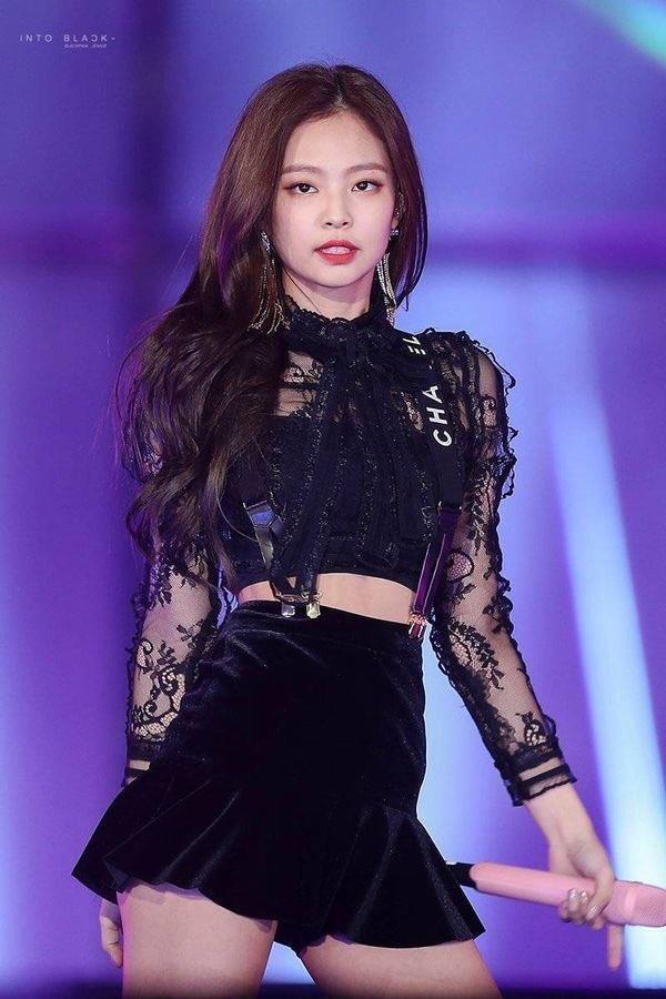 Jennie đang nổi tiếng nhất Hàn Quốc, từng diện set đồ tới 40.000 USD-14