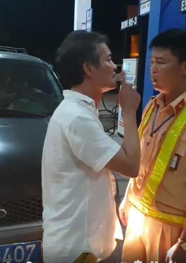 VZN News: Phạt tài xế biển xanh chửi bới, tát cảnh sát giao thông Thanh Hóa-1