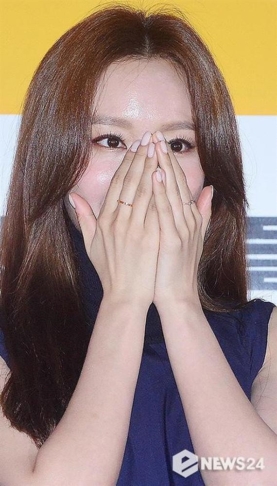 Mỹ nhân Sắc đẹp ngàn cân Kim Ah Joong mất điểm vì làn da bóng dầu-5