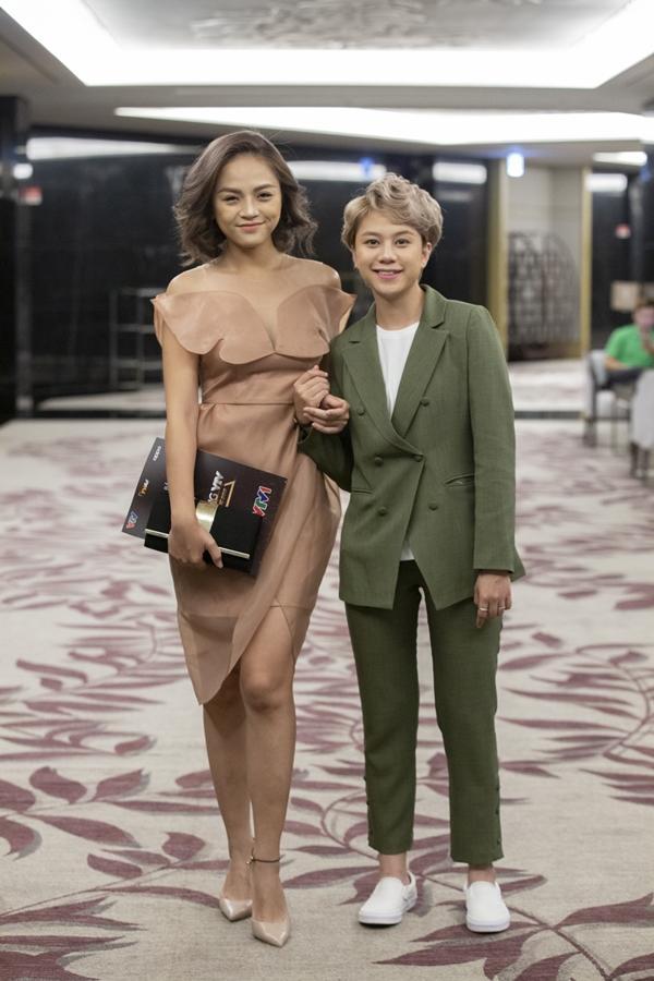 VZN News: Thu Quỳnh: Muốn làm việc yên ổn, có nhiều cơ hội thì tôi và MC Minh Hà dĩ hòa vi quý là cách tốt nhất-2